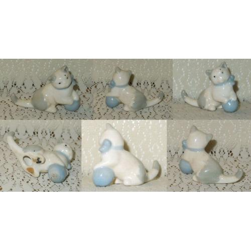 VINTAGE WADE Ceramic GREY / WHITE KITTEN with Blue Ball FIGURINE